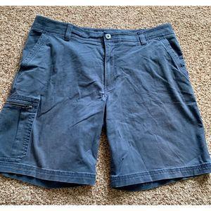 G.H. BASS & CO gray cargo shorts